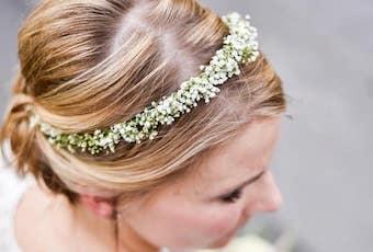 Braut mit Kranz im Haar