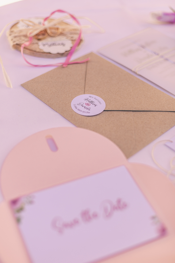 Briefumschlag zum rosaroten Motto