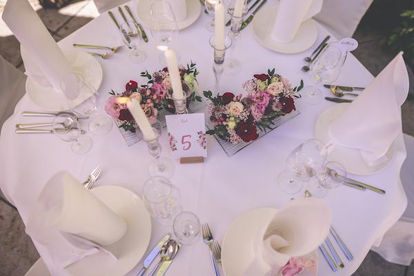 Hochzeitstisch in rosarot