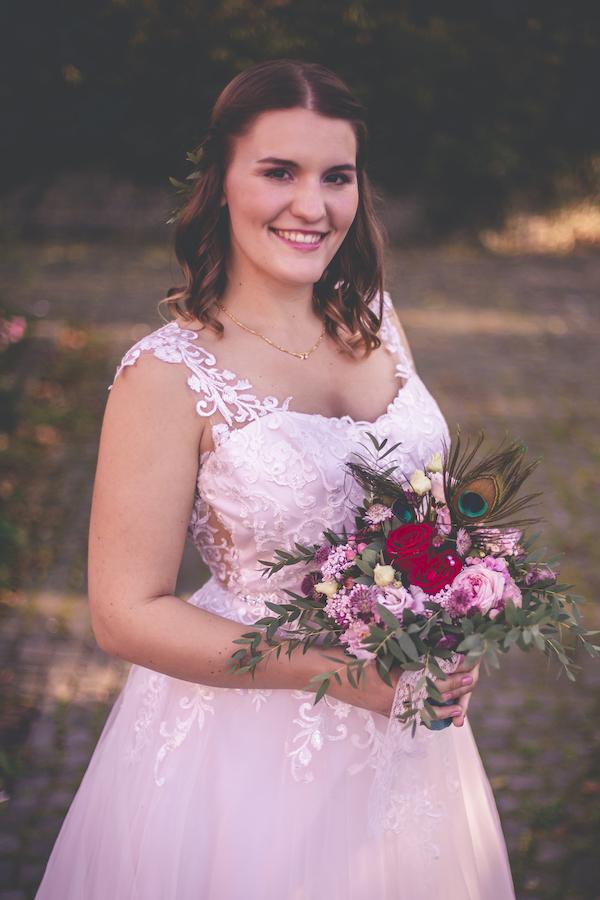 Champagner Hochzeitskleid gefühlt in rose