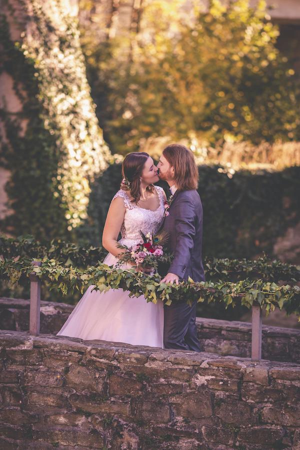 Traumlook für das Brautpaar in rosarot